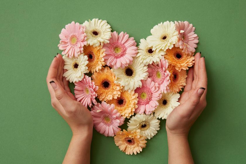 Májusi szerelmi horoszkóp: virágba borulnak a szívek
