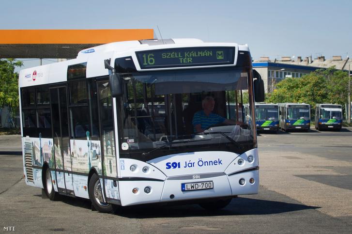 2011. július 12. A MolitusBusS91 midibuszát tesztelik a Kelenföld Autóbusz Járműtelepen, ahol sajtótájékoztató keretében mutatták be a Molitus Kft. és a Rába Jármű Kft. közös Euro 5-ös motorral felszerelt városi autóbuszát.