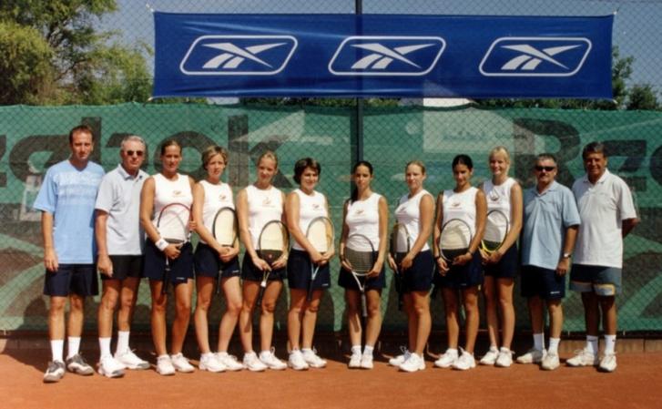 Rogán-Gaál Cecília (középen) középiskolásként a BalatonBoglári Tenisz Club SE női csapatában