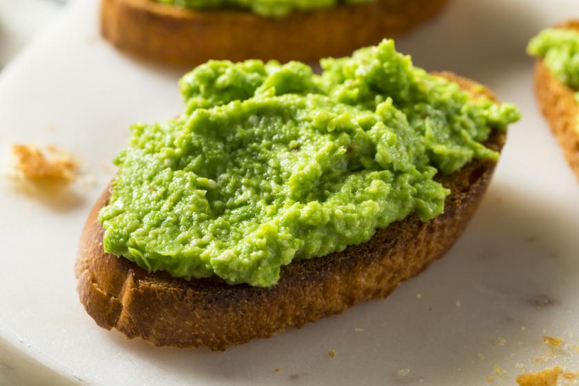 Házi, zöldborsós pesto egyszerűen: tésztákhoz, húsokhoz is jól jön