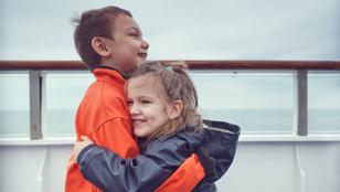 Empatikusabb, gondoskodóbb leszel, ha van egy lánytestvéred