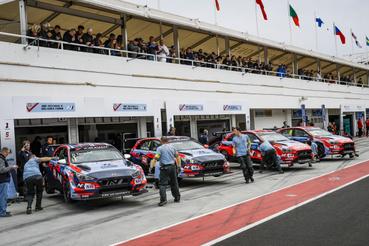 Bár Tarquini nyerte a futamot, mégis Michelisz szerezte a legtöbb pontot a hungaroringi hétvégén a Hyundai pilótái közül