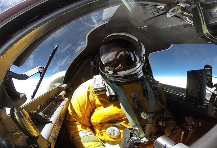 Az ER-2-es pilótafülkéjében