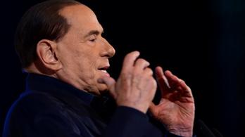 Vesefájdalmakkal kórházba került Silvio Berlusconi