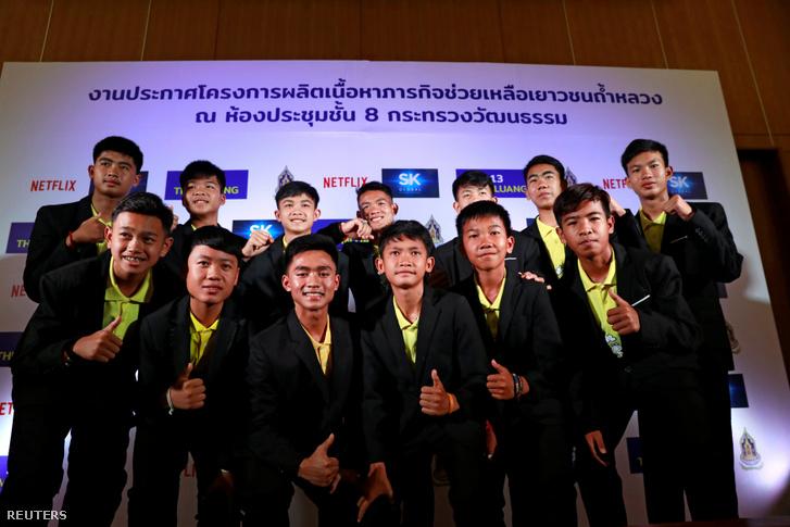 A tavaly nyáron barlangban rekedt thaiföldi focicsapat és edzőjük 2019. április 30-án.