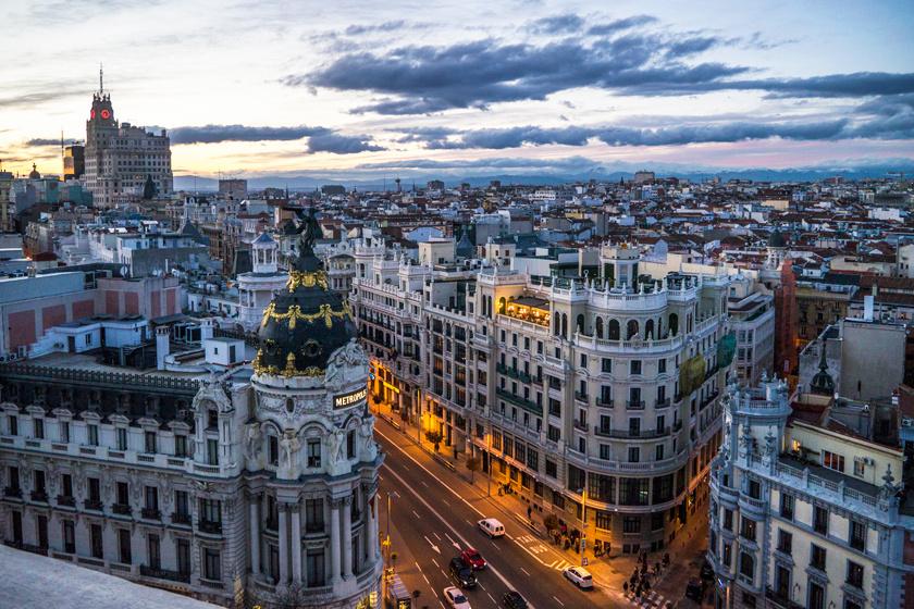 Madrid naplemente idején.
