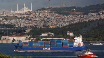 Lelassítanák a teherszállító hajókat, hogy kevésbé legyenek környezetszennyezőek