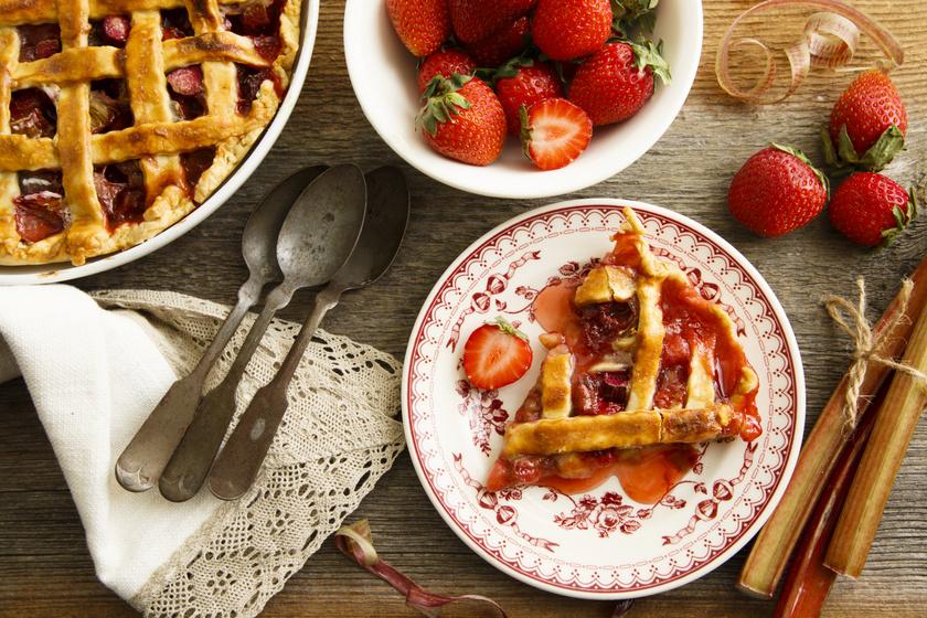 Régimódi, epres, rebarbarás pite: igazán omlós lesz a tészta