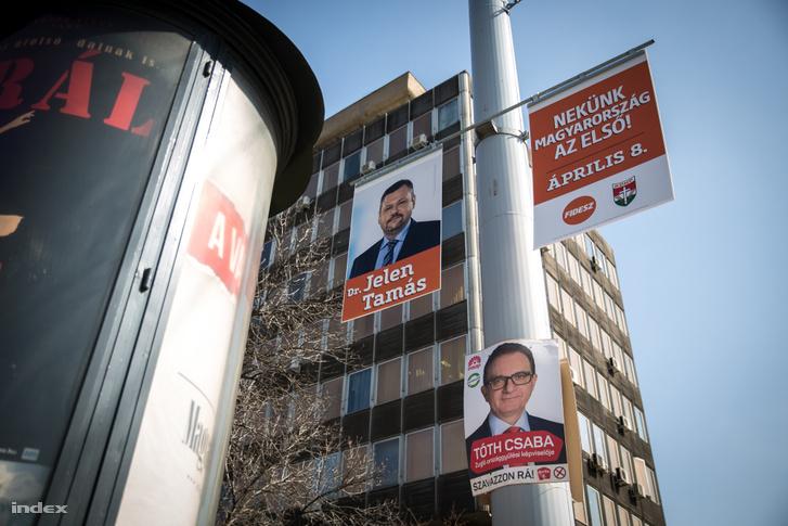 Választási plakátok egy budapesti oszlopon 2018. március 22-én