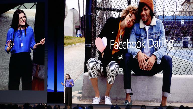 Megújulás Zuckerbergéknél: fizetés cseten, lájkrejtés, társkeresés
