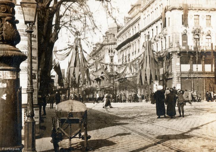A Kossuth Lajos utca ünnepi dekorációja 1919. május 1-jén
