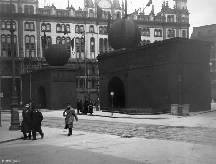 Diadalkapuk a Ferenciek terén 1919. május 1-jén