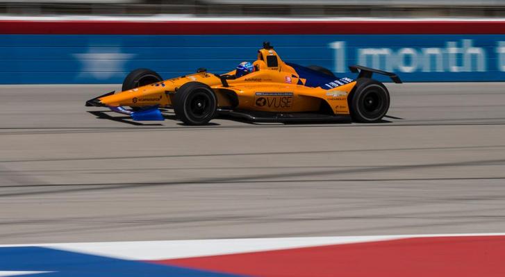 Alonso és az autója, amivel május végén elindul az idei Indy 500-on