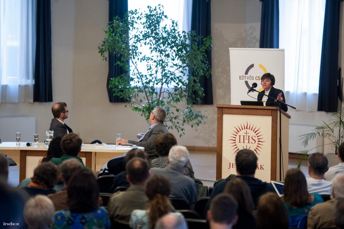 Dávid Beáta szociológus, egyetemi tanár, a Semmelweis Egyetem Mentálhigiéné Intézetének igazgatója