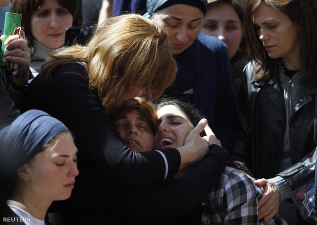 A hét éves áldozat, Miriam Monsonego anyja gyászol Jeruzsálemben