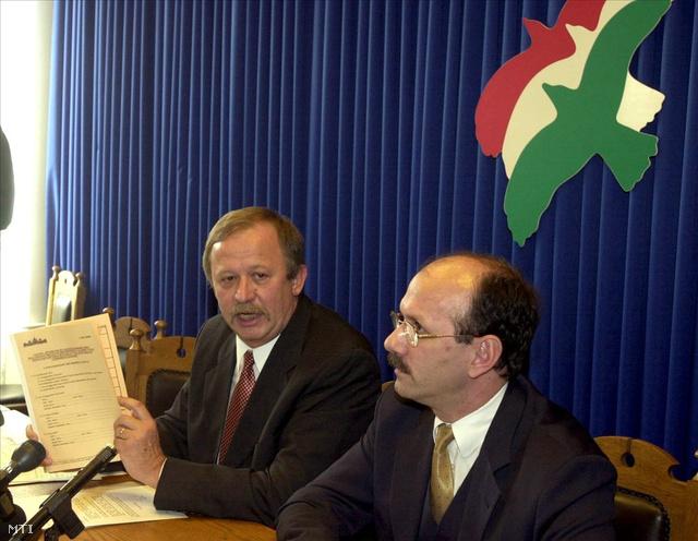 Kuncze Gábor, az SZDSZ parlamenti frakcióvezetője és Hack Péter, a párt ügyvivője 2000-ben