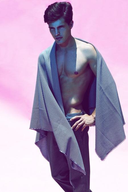 Diego Miguel egy mellrák elleni kampány fotóin