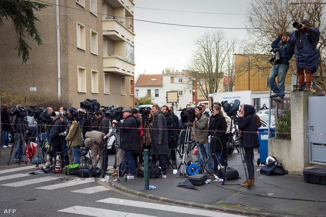 Csütörtök délelőtt a francia elitkommandó, a RAID akciót indított a szerda hajnal óta körbekerített toulouse-i házban az egyik lakás ellen. A média figyeli az eseményeket.