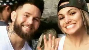 Lábtetoválással kérte meg barátnője kezét