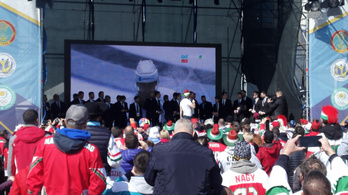500 magyar ünnepelte a hokiválogatottat Kazahsztánban