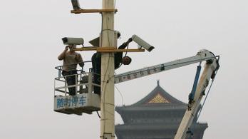 Mobilos alkalmazással figyelik meg tömegesen az ujgurokat Kínában