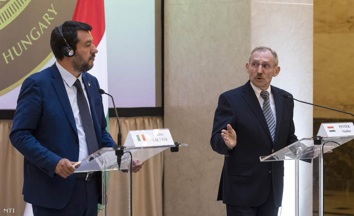 Matteo Salvini and Sándor Pintér at their joint press conference on 2 May 2019.