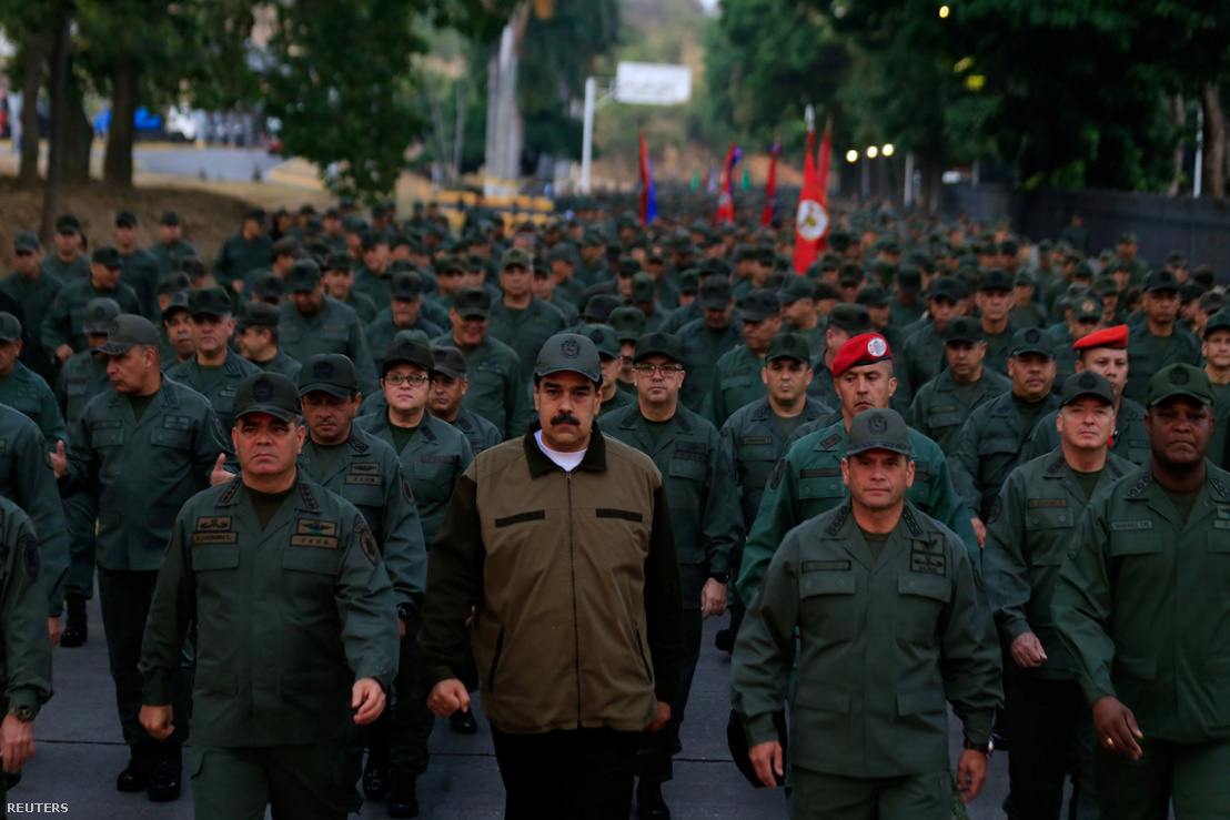 Maduro egy katonai bázison 2019 május 2-án