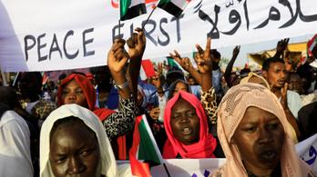 Százezrek követelik a tábornokok távozását Szudánban
