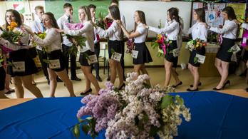 Ballagásokkal és nemzetiségi nyelv és irodalom vizsgákkal kezdődik az érettségi szezon