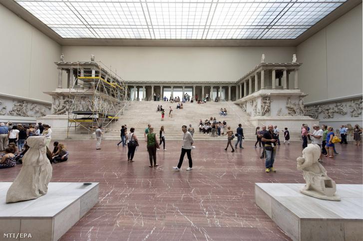 A Pergamon-oltár a berlini Pergamon Múzeumban 2014. szeptember 5-én.