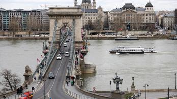 Szombattól nem hajthatnak át a Lánchídon a turistabuszok és a teherautók