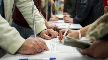 Több mint kétezren kérték ki, visszaéltek-e adataikkal a pártok