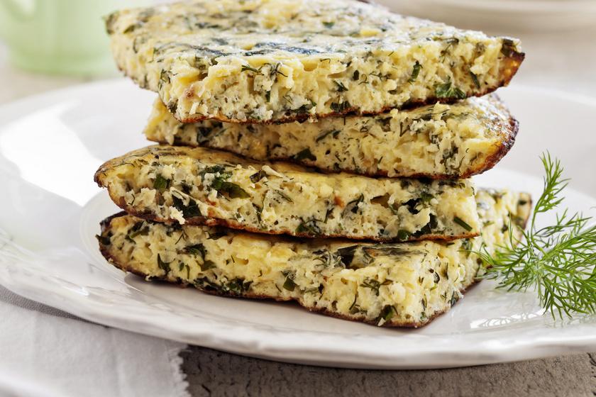 A cukkinis tojáslepény reggelire is kitűnő választás lehet. Ha a lisztet teljes kiőrlésű lisztre cseréled, még egészségesebbé teheted a receptet.