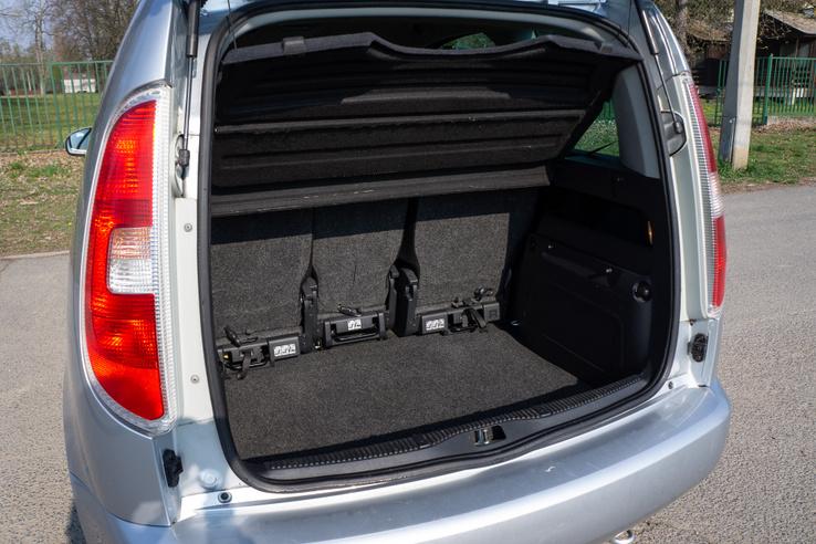 Nem óriási a csomagtér a 450 literével, de könnyen pakolható