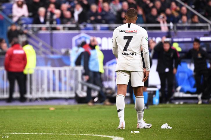 Mbappé leballag a pályáról a Rennes elleni kupadöntőn
