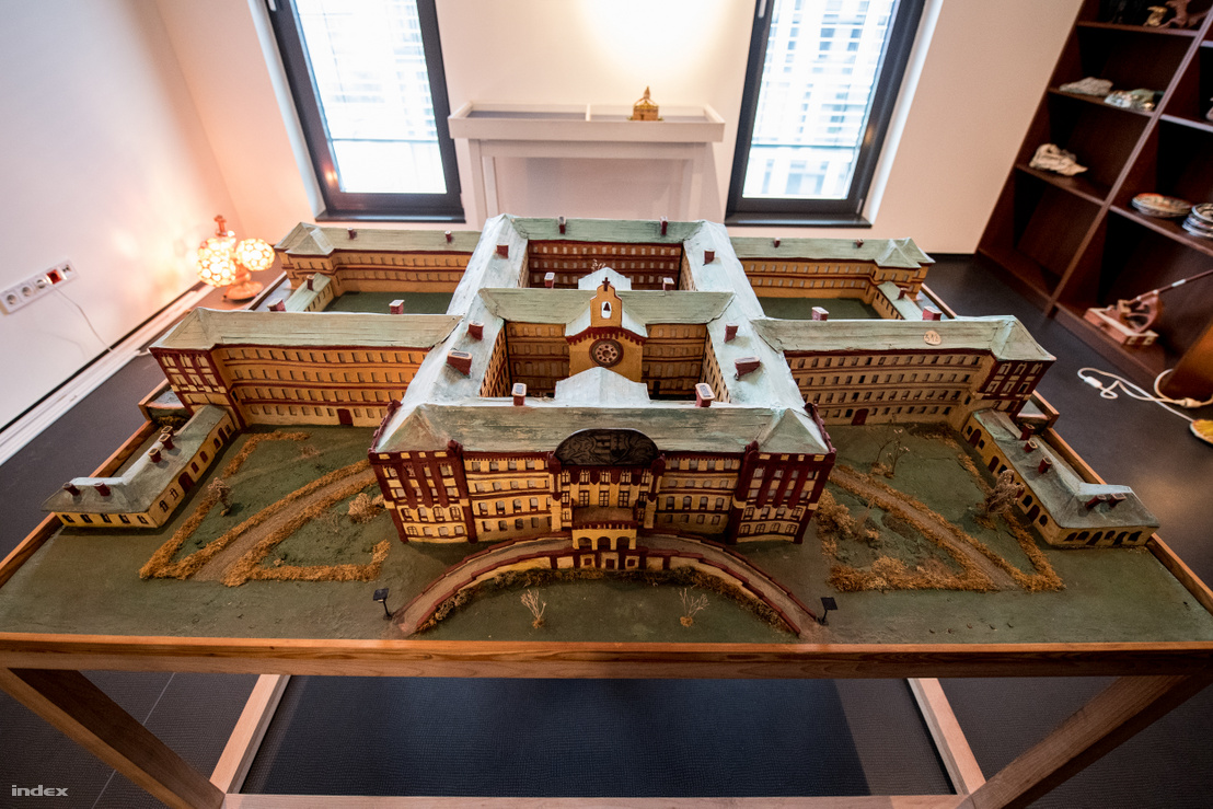 """Az 1868-ban épült Magyar Királyi Országos Tébolyda (vagyis a """"Lipót"""") makettje a harmincas évekből. A hely 2007-es felszámolásakor az akkor Országos Pszichiátriai és Neurológiai Intézet (OPNI) nevet viselte."""