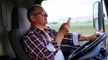 Ön felveszi a telefont vezetés közben?