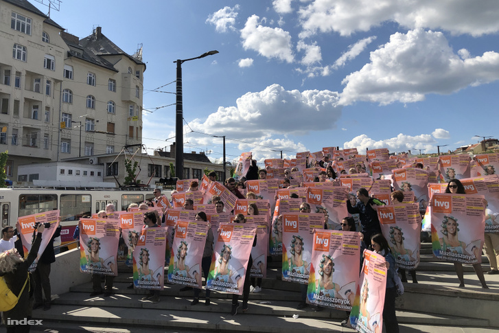 HVG staff members at a flashmob on Széll Kálmán square in Budapest on 18 April 2019, holding the last posters that were printed before Mészáros's company terminated their advertising contract.