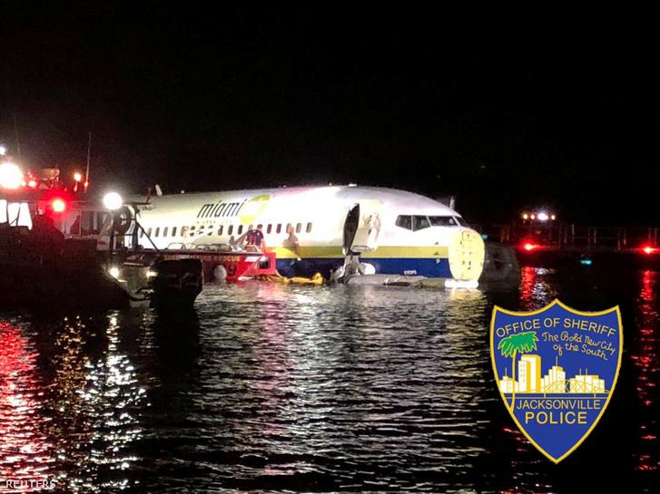 Boeing 737-es a Szent János-folyóban, Floridában 2019. május 4-én