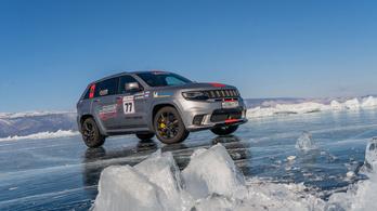 Sebességrekord a jégen egy Jeeppel