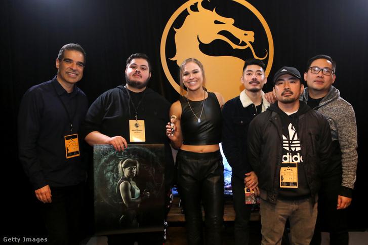Ed Boon, a NetherRealm Studios kreatív igazgatója, a Mortal Kombat társalkotója (bal szélen) a Mortal Kombat 11 Los Angeles-i premierén, 2019. január 17-én.