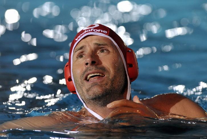 Budapest 2009. június 19. Kósz Zoltán kapus a Hajós Alfréd Nemzeti Sportuszodában rendezett jótékonysági vízilabdagálán.