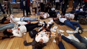 Fiatal tüntetők lopták el a show-t az EU-s intézmények nyílt napján
