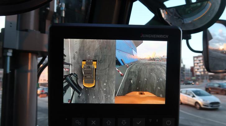 Kombinált képet is lehet megjeleníteni a monitoron