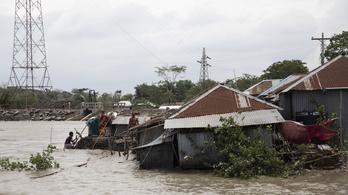 Több mint ezer házat söpört el Fani Bangladesben