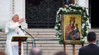 Ferenc pápa: Ne fordítsuk el fejünket és ne zárjuk be szívünket a migránsok láttán