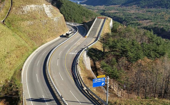 Menekülő rámpa egy koreai autópályán
