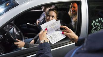 Már megint akadozik az útlevél-ellenőrzés a reptéren és a határátkelőkön