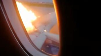 Bentről filmezték, ahogy lángol az orosz utasszállító szárnya