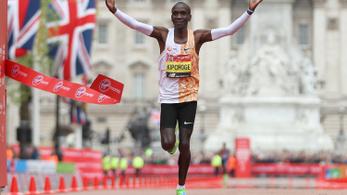 A leggazdagabb brit milliárdos befizet a két órán belüli maratonra